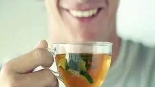 """经常熬夜的人,喝水时放上一点""""它"""",给肝脏排排毒"""