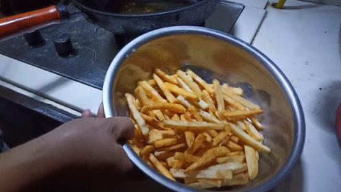 农村妈妈教你炸薯条,酥脆美味又好吃,永不失败的秘诀在这里