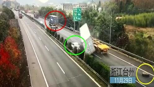 货车跑飞轮胎后方集卡车撞上侧翻千钧一发!轿车猛加速死里逃生