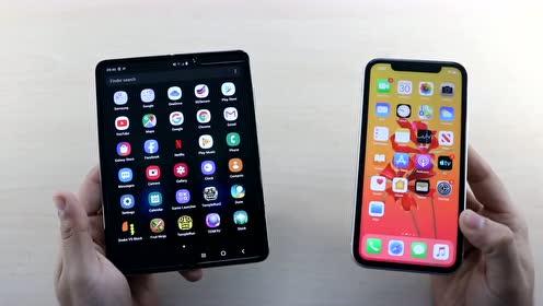 三星Galaxy Fold与iPhone 11对比