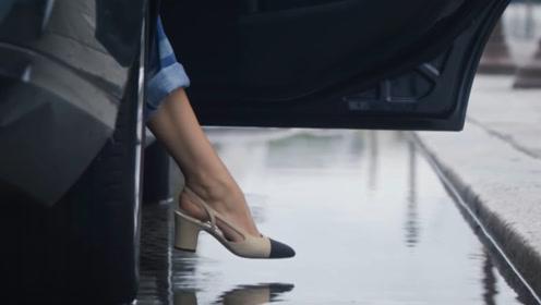 几万块的香奈儿鞋子有多娇贵?连水都不能沾?模特的做法说明一切