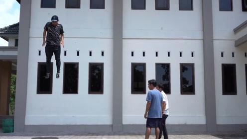 """这个小伙不简单!在街头表演""""悬浮术"""",把路人都给唬住了"""