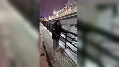 女友平时还挺正常,一遇见下雪就这样,这样的人还有救吗?