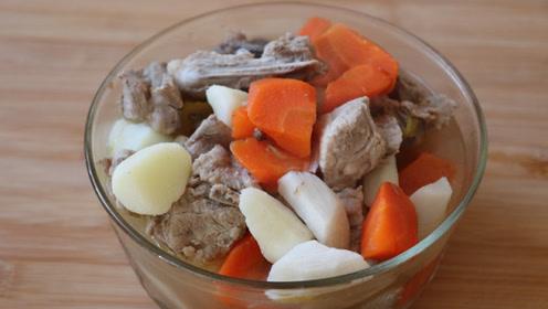 一道美味的排骨炖胡萝卜山药,汤鲜肉嫩、营养丰富,全家人都爱吃