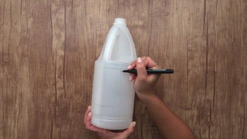 扔洗衣液瓶子等于扔钱,这样利用起来,解决了家家户户的大难题