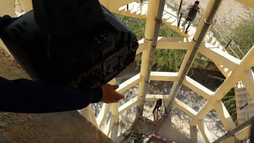 老式电视机怎么处理?小伙从120米高空扔下去 ,网友:太败家了!