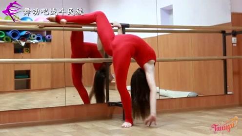 """练舞整整20年!欧洲女孩的""""柔韧度""""达到了极致"""