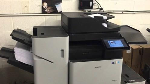 老外把脸放在复印机上,下一秒出来的复印件,差点没把自己吓死