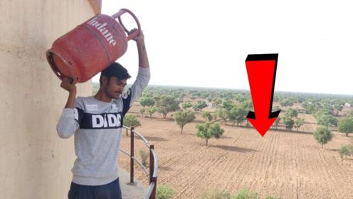 将煤气罐从30多米扔下,真的会爆炸吗?老外实测结果有些意外!