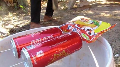 越南大叔自制抓鼠神器,只需空可乐瓶和一包方便面,简单又实用!