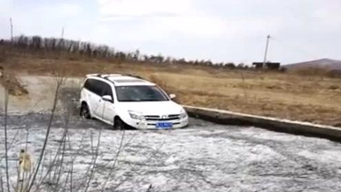 老司机开国产哈弗过冰河,本以为他会尴尬,结果没让人失望!