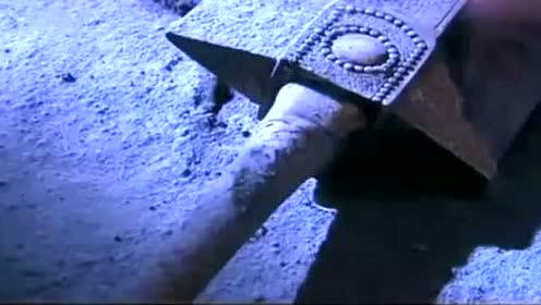 杨过入剑冢觅得玄铁重剑,感叹独孤求败不败一生