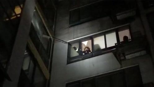 夫妻俩吵架砸烂家中燃气表导致燃气泄露 事发后两人竟锁门走了