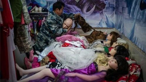 """老汉收养9个""""硅胶娃娃"""",每年投入十几万,还自言:全是我女儿"""
