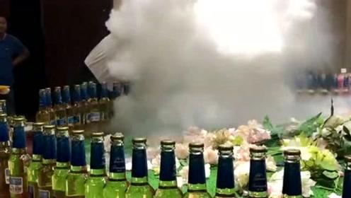 福建厦门的有名饭店,服务员的一个奇葩动作,瞬间有腾云驾雾的感觉!