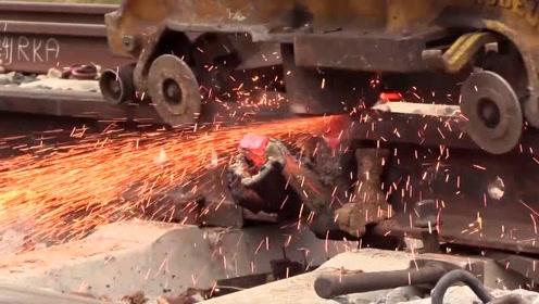 实拍加拿大铁轨无缝焊接全过程,外国人干活就是这样简单粗暴