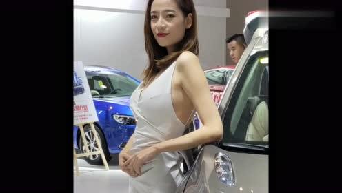 成熟的韩国车模,我想说这衣服谁设计的,给你点个赞
