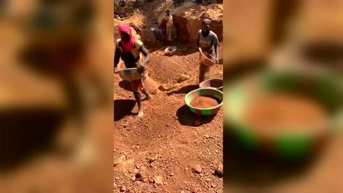 印度还没有筛子,用盆陶土!
