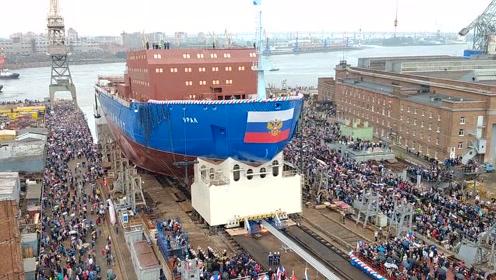 超大型轮船下水瞬间,场面超级壮观,围观看爽了