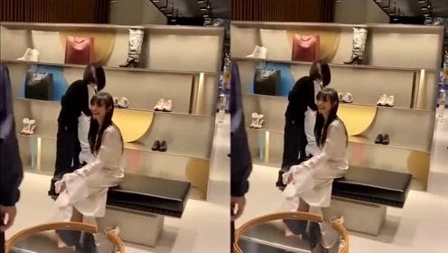 郑爽逛街买鞋被偶遇,网友:本人好瘦啊,巴掌脸!