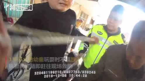 江苏一幼童不慎跌入水井警民联合营救