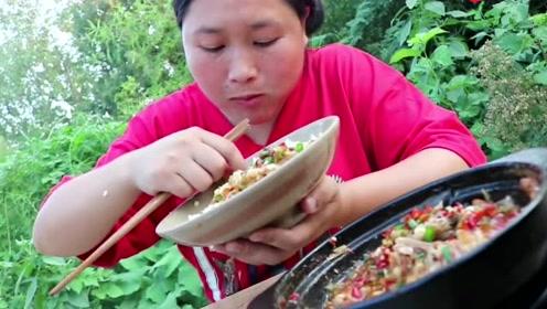胖妹嘴馋买6斤大海鲜,汤汁才是下饭灵魂,猛吃三碗饭还没过瘾