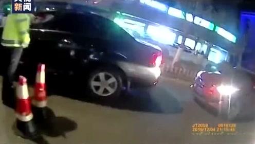 """司机悬挂车牌号""""冀CCCCCC""""上路 交警例行检查一看发现猫腻"""