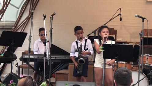 非常经典的萨克斯名曲,9岁双胞胎这么一表演,瞬间被惊艳到了!