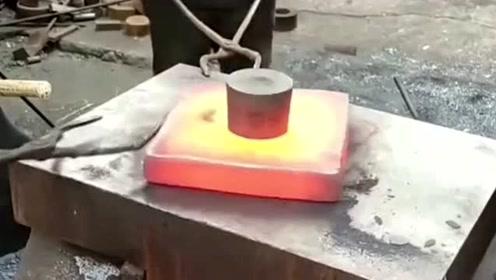 机器上用的零件铆钉,居然是在高温下固定制作的,真是让人大开眼界!