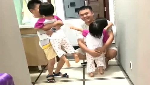 自从生了三胞胎女儿,每次爸爸和哥哥一回家,眼前这幕太温馨了!