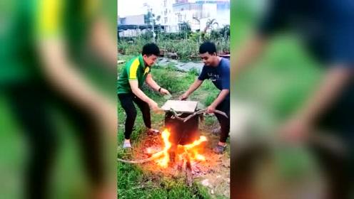 这么寒碜的做法,是在做两只烧鸡。