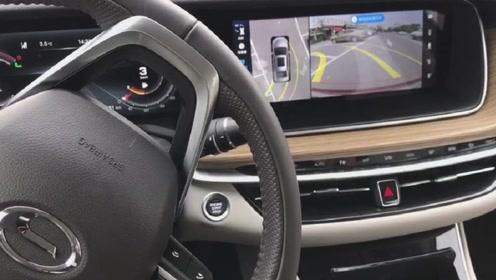 新车抢鲜看:广汽传祺GA6自动泊车功能,偏差较小,整体速度良好