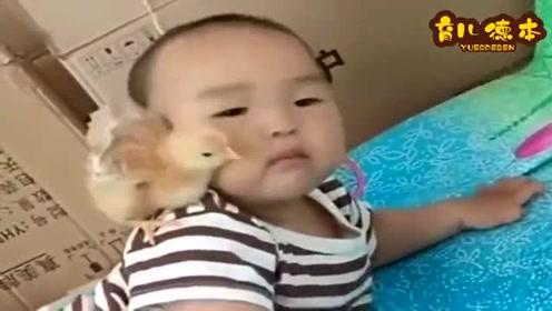今天在集市上给宝贝买的小玩具,怎么抖都不下来,宝贝下狠手了
