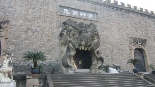 """中国最恐怖的""""鬼城"""",白天游客人山人海,晚上没人敢去"""