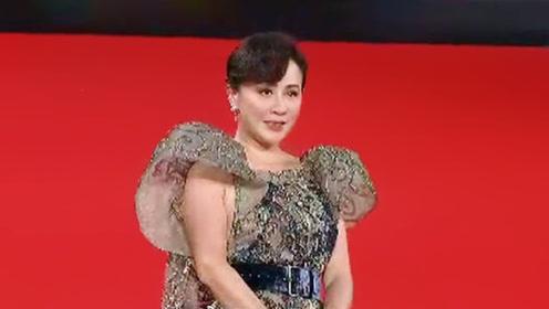 第四届澳门国际影展红毯现场,明星大使刘嘉玲大气亮相!