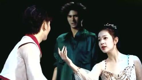 """情侣现场演绎""""恩爱"""",何宪华看到这一幕,下一秒就要捂住彭昱畅的眼!"""