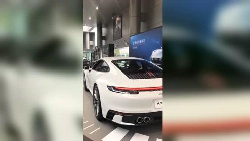 保时捷911全新硬顶车型,贯穿式LED尾灯展现所有霸气!