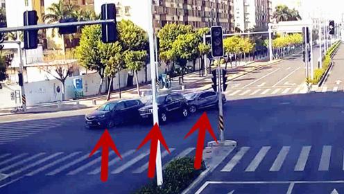 """监拍:越野车司机过路口""""想当然""""出车祸 大众、别克变身""""碰碰车"""""""