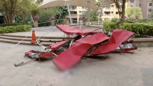 工人20楼坠落奇迹生还:坐起来问路人要纸止血