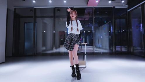 参演Queendom的韩国小姐姐甜美开跳,原版呈现元气校园女团舞