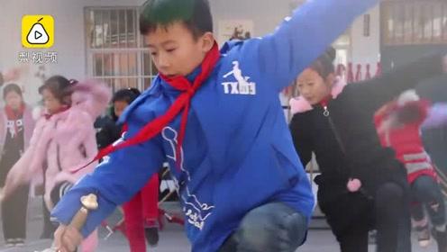 河南陈家沟小学生5岁练太极,刀枪剑拳300学生人人会