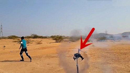 老外把窜天猴绑在风扇叶上,点燃3秒后,场面控制不住了!