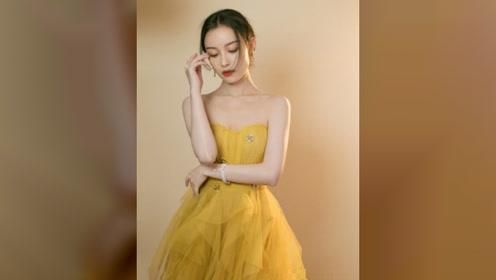 倪妮黄色抹胸纱裙亮相,新浪时尚风格大赏,温柔美艳