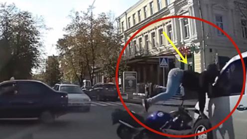 典型的骑车作死不要命,注定是这样的结果!这一切要不是视频谁信