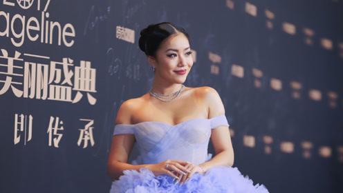 王菊时尚美丽盛典红毯现场表现出色,主持完全不怯场!