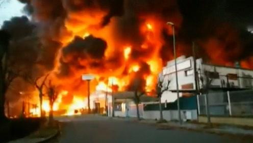 火势凶猛!巴塞罗那一工厂发生大火 28组消防队出动灭火