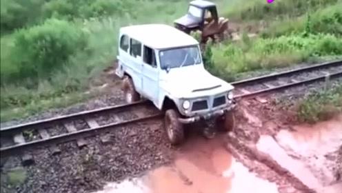 """为了抄近道,司机当场开""""飞车"""",结局太逗了!"""