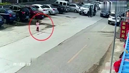 发生这种车祸,老司机也躲不过,到底是谁的责任呢