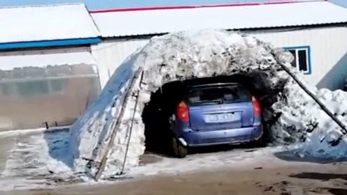 农村人真有创意,没有车库就利用老天爷下雪建一个,太聪明了!