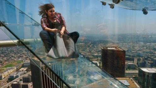 世界上最刺激de滑梯,建在70多层高楼上,全程透明滑道!